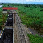 L'interminable train qui transporte le charbon d'une mine à ciel ouvert. La région de Magdalena est la principale source de richesses du pays. Environ 80% de la population colombienne dépend de près ou de loin du fleuve du même nom.