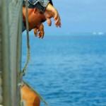 Première pour Brian : il découvre le voyage à la voile... Les raies de près d'un mètre d'envergure nous font la démonstration de ces vols sous marins très gracieux Attention de ne pas se faire piquer par leur dard bien douloureux et même parfois mortel pour l'homme!
