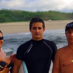 """Ginette commente sur son séjour au Costa Rica : """"On était partis les rejoindre pour les cajoler, les chouchouter après tous ces kilomètres à vélo, bateau, dans la jungle,..on pensait les trouver exténués, mal rasés, amaigris..rien de tout ça, 3 beaux mecs en pleine forme, musclés, bronzés souriants. Belle surprise, 20 jours inoubliables avec une équipe de boys affutés pour la fiesta et la bonne humeur ! Tout était là pour ce rendez-vous, soleil, Costa Rica magnifique, océan pacifique à 30°,végétation luxuriante, tortues, singes, crocos, arras, pêche...et une villa superbe! un merveilleux rendez-vous avec une boys band au top! Surtout les gars ne changez rien vous êtes géniaux !"""""""