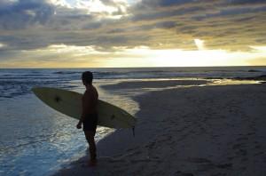 Surfer sur les plages de Tamarindo
