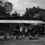 Nicaragua. Nous nous faisons offrir un toit pour poser nos hamacs. Pour nous c'est le luxe : de l'eau pour se laver, un toit pour la pluie et en sécurité chez quelqu'un.