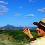 """""""Hey, il est pas beau mon chapeau, hein ? Et les montagnes du Honduras, elles sont pas belles, hein ?"""" (à lire avec l'accent du midi pour vivre la scène avec nous)"""