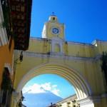 La ville touristique d'Antigua Guatémala, très bien conservée, est remplie d'architecture coloniale et vaut largement le détour.