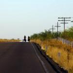 Les accotements ne sont pas toujours idéaux pour nous et nous sommes souvent obligés d'empiéter sur la route pour rouler.