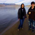 Avec Ingrid et Roman à nos côtés pendant dix jours, nous découvrons les grands espaces à l'américaine. Ici à Lake Isabella en Californie, nous profitons de leur présence pour reposer un peu nos vélos et nos jambes et avancer sur notre travail quotidien.