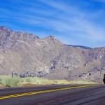 Nous apercevons les paysages secs du sud de la chaîne des Sierra Mountains. C'est un bon début pour s'échauffer pour Death Valley, sur notre chemin par la suite.
