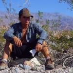 Brian : « Death Valley porte bien son nom. Nous avions sous-estimé nos ressources nécessaires à sa traversée. Là, j'avais juste faim, mais hésitais à m'assoiffer un peu plus à entamer mon paquet de cookies quand l'eau manquait légèrement. Je me réjouissais quelques kilomètres plus loin de trouver uns station de rangers pour refaire le plein. »