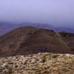 Surplombant la Vallée de la mort, les massifs montagneux sont toujours autant impressionnant. Mais nous restons vigilant et apercevons le mauvais temps arriver par le Sud... il est temps d'y aller...