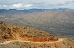 Après deux jours à rouler dans Death Valley, nous entamons la traversée de la première chaîne de montagne, the Last Chance Mountain, qui sépare cette immense vallée et la route 395 qui nous mènera à Bishop.