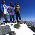 Arrivés en haut du Mount Tom à 4163m. Nous n'étions pas loin d'abandonner après 8h de marche. La redescente fut encore plus douloureuse. Il nous a fallu 6h pour retrouver le camp de base 1700m plus bas... Une belle première en alpinisme pour nous, qui aura laissé des séquelles sur nos jambes et nos pieds.