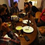 Ashbury St, San Francisco. Une soirée entre amis, quelque chose que nous n'avons plus l'occasion de faire aussi souvent. Sans nos vélos, autour d'une table, devant un repas et toute sa simplicité. Quelques nationalités différentes, des rencontres intéressantes, deux ou trois bières et un zeste de fou rires. Encore merci Anthony de nous avoir offert un si bon accueil ;)