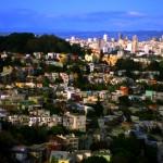 San Francisco est une de ces villes aux rues escarpées. Les parcs au beau milieu de la ville offrent de quoi se mettre au vert un instant avant de se replonger dans ce décor de maisons victoriennes colorées, ou de repartir vers le quartier des affaires, plus loin.