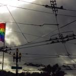 """Castro Street est le cœur de la communauté homosexuelle. Réputé comme la ville """"Gay"""" des Etats-Unis, c'est encore la preuve de l'ouverture d'esprit omniprésente. Avec parfois même un peu d'extravagance : nous avons eu la chance de voir des hommes se balader en robe de mariées par exemple."""