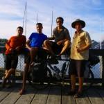 Il y a 20 ans de celà, Morgan et sa famille voyageaient à travers les océans sur leur voilier Tikaï. Arrivés sur le continent Nord Américain ils ont vécu deux années à Olympia, un petit port tranquille non loin de Seattle aux USA. Nous arrivons là en vélo sous un beau soleil de printemps.