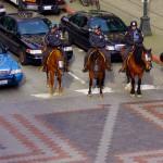 Mais comme partout il existe certains mal-intentionnés qui font déraper les événements en bataille de rue... et cela se termine par des affrontements avec les forces de l'ordre...