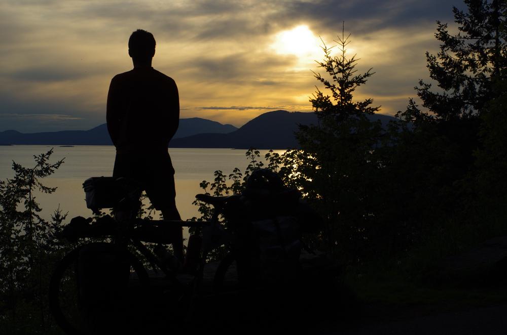 Brian contemple les derniers rayons de soleil américains