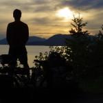 Dernier jour aux USA, Brian contemple le coucher de soleil sur les îles de Chunkanut Bay avant d'aller commencer une nouvelle aventure au Canada.