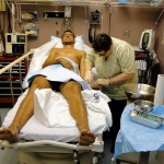 Dease Lake. Après être monté dans un véhicule pour l'hôpital le plus proche, il aura fallu appeler le médecin de garde car le bâtiment était vide. Etienne aux petits soins pour ses brûlures.