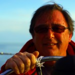 Dennis, rencontré grâce à Nick, nous offre une balade avec son bateau le jour d'un beau samedi ensoleillé. De quoi nous offrir un bon avant-goût de ce qui constituera la suite de notre périple.