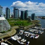 A l'image de toute la côte Pacifique canadienne, la ville dispose d'une « creek », une avancée de l'océan dans les terres, que l'on pourrait aussi appeler fjord. Cela fait de cette ville prospère un endroit idéal pour les nombreux voiliers qui partent découvrir les environs magnifiques depuis Vancouver.