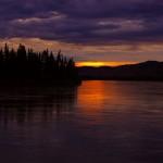 Coucher de soleil sur la Yukon River.