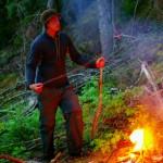 Tous les soirs, Siphay allume un feu afin que nous puissions faire brûler nos déchets. Il faut cependant être vigilant car les feux de forêt sont fréquents dans la région.
