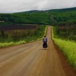 Bertrand est reparti en France et nous revoilà tous les trois à l'assault de la Dalton Highway pour rejoindre l'Arctique. De Fairbanks à Prudhoe Bay (Deadhorse), sur la mer de Beaufort dans l'Océan Arctique, il y a 800km de cette route difficile que nous tentons de faire en 6 jours !