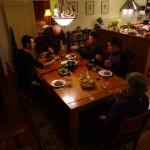 Nous arrivons à Te Puke chez Val & Richard que nous avions rencontrés à Auckland, grâce à un ami de la famille de Morgan. Ce couple de retraités nous réservent un accueil exceptionnel ! Val est une très bonne cuisinière et nous... de très bon goûteurs ! Pas mal d'animaux de la ferme passent dans notre assiette, pour notre plus grand plaisir ! Nous passons 3 jours chez eux à aider Richard pour les travaux de la ferme et organiser la suite de notre périple.