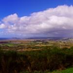 Vue sur le lac Taupo dont nous ferons le tour complet à vélo. Sur la droite de l'image, le village de Turangi est notre porte vers la Tongariro River. Ce jour là, il est béni d'un magnifique arc-en-ciel qui laisse de bons présages pou notre départ le lendemain !