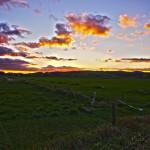 Le ciel s'enflamme à la fin d'une longue journée de vélo et plus de 130km parcourus.