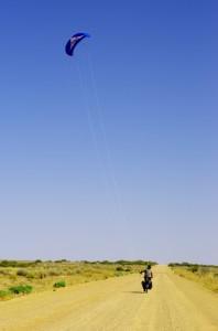 Du kite-bike sur les pistes du désert