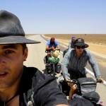 En route pour Roxby Downs, la dernière ville digne de ce nom avant d'attaquer les pistes de l'Outback. Bien aidés par un vent dans le dos, nous atteignons 200 km ce jour ci. Enfin le vent semble être avec nous, nous n'avons pas été gâtés de ce point de vue là en Australie.