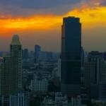 Bangkok c'est aussi un point névralgique de l'économie asiatique. Les buildings ont poussé comme des champignons et la tailles du CBD (Central Business District) laisse présager de l'activité qu'il s'y fait chaque jour.