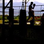 Impossible de passer du temps en Thaïlande sans s'essayer à la boxe thaïe (Muay Thaï). Etienne sortira de là sans fracture, ouf !