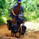 """Siphay explique : """"Aimant les sensations fortes , la vitesse et bien que nos vélos soient solides je dois quand même faire attention à ne pas trop m'emporter. Les 41 000km parcourus ont quand même fatigué nos montures. Je me souviens entendre Morgan dire à propos de nos vélos ce jour là : « Ce sont des tanks !»"""""""