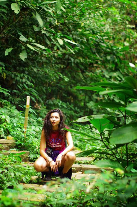 En mars 2012 nous rencontrions Paloma à San Francisco où elle poursuivait ses études dans le cinéma. C'est avec elle et son amie Clémence que nous partageons quelques soirées, découvrons la cuisine Thaï et discutons de voyages… Elles nous accompagneront même en vélo pour les premiers kilomètres à la sortie de San Francisco. Un an après, Paloma nous rejoint à Luang Prabang pour ses vacances et découvre le Laos avec un regard curieux et la volonté d'en voir toujours plus. Des petits repas dans les marchés locaux aux ballades dans la jungle en passant par les rencontres avec les autochtones, elle est à l'aise partout. Aussi, l'artiste qui vit en elle a toujours son appareil photo reflex argentique autour du coup et réalise de superbes photos : jugez vous même : http://palombe.viewbook.com/album/sabaidee-laos?p=1#1