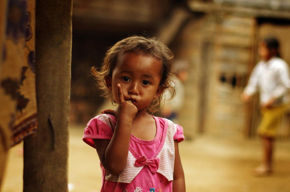 Une petite laotienne au regard captivant.
