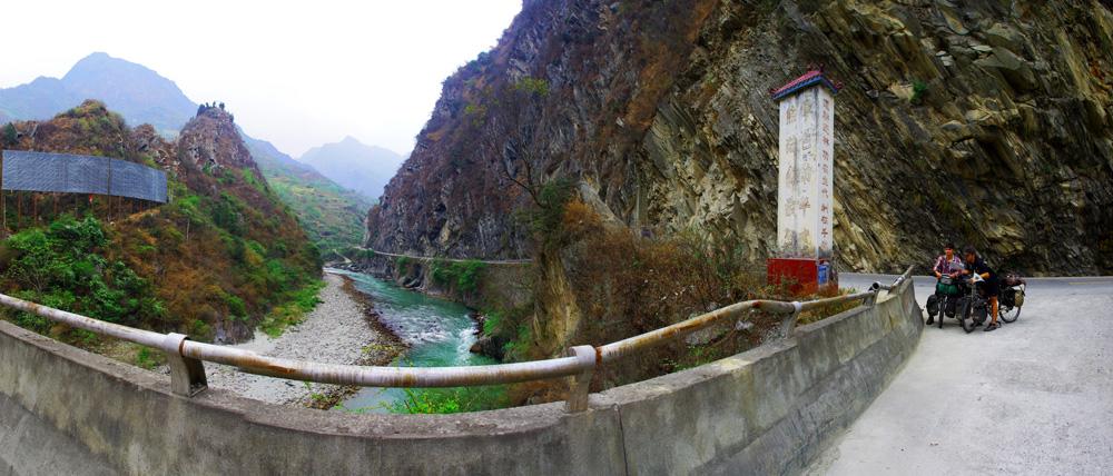 """Encore à jouer à """"Quelle est la bonne route ? """" en caractères chinois bien sûr ! Les paysages nous aident à relativiser devant la difficulté de tracer notre route parfois."""