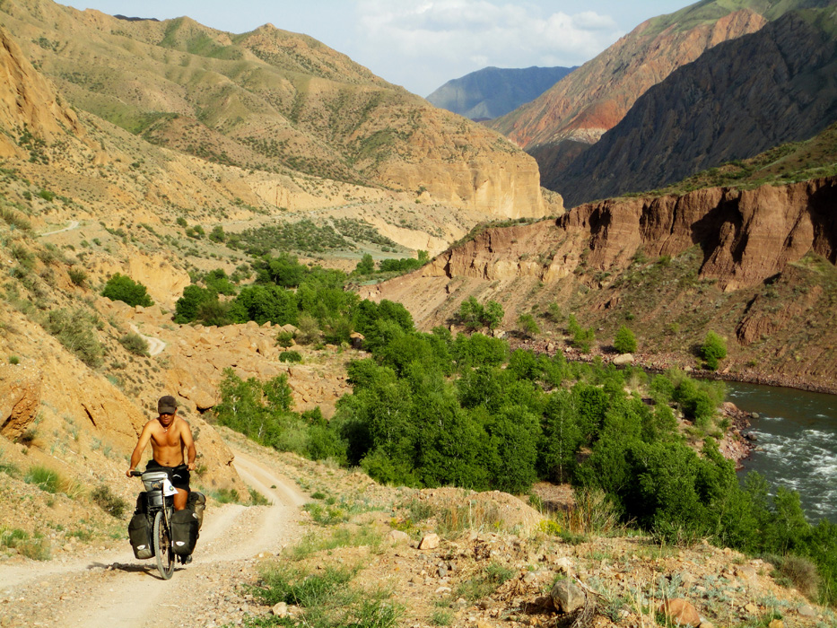 """Morgan écrit : """"Voyager dans l'effort permet d'avoir le cerveau bien oxygéné toute la journée et ainsi de profiter au maximum de ce qu'on est en train de vivre. Lorsqu'on voyage en voiture par exemple on s'aperçoit que notre cerveau se met régulièrement en """"veille"""" tandis qu'en vélo il est en éveil permanent."""""""