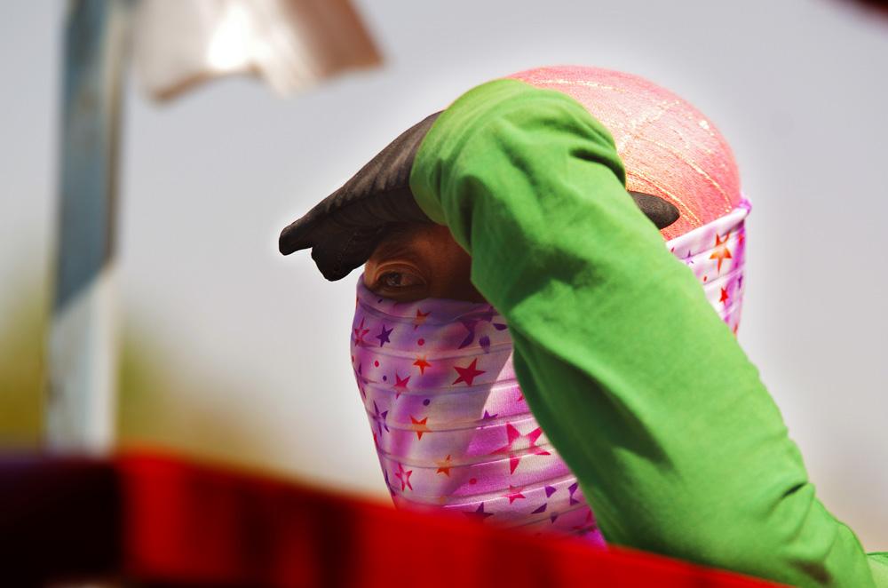 Nouveau pour nous : nous retrouvons les femmes voilées du monde musulman que nous avions quitté au Sénégal en Octobre 2010 ! Nous prenons conscience que nous arrivons à la fin de notre périple en reconnectant avec une facette du monde arabe.
