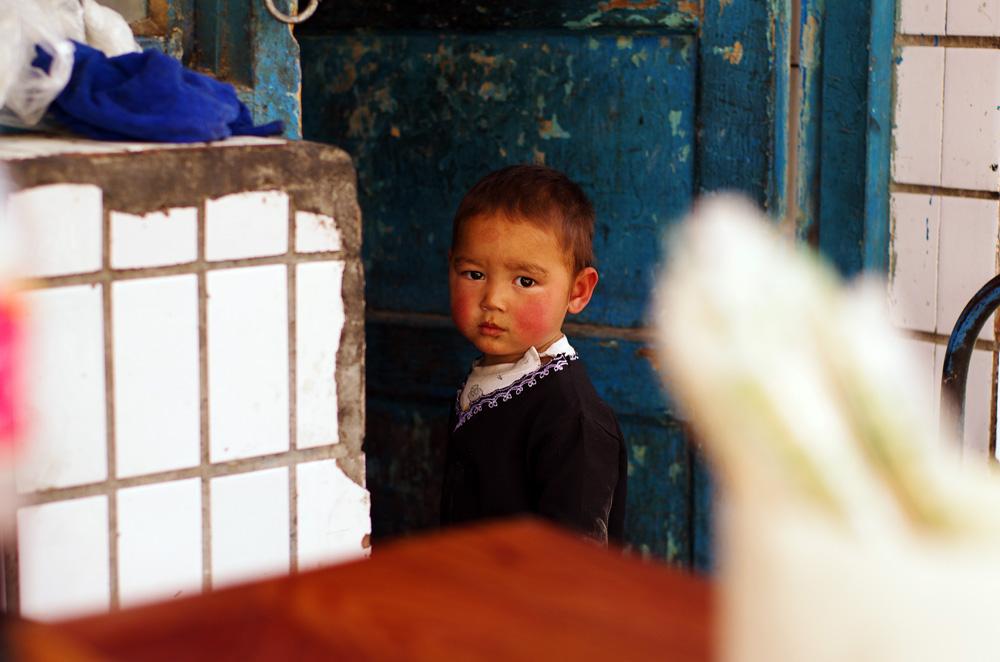 Portrait d'un jeune enfant ouïghour.