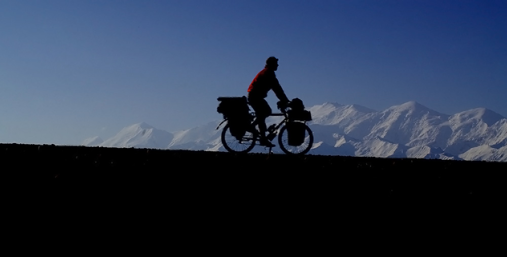 Siphay dans la descente vers le Tadjikistan