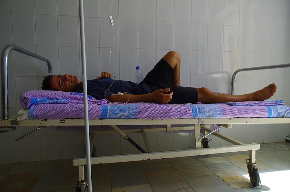 Brian sur son lit d'hôpital