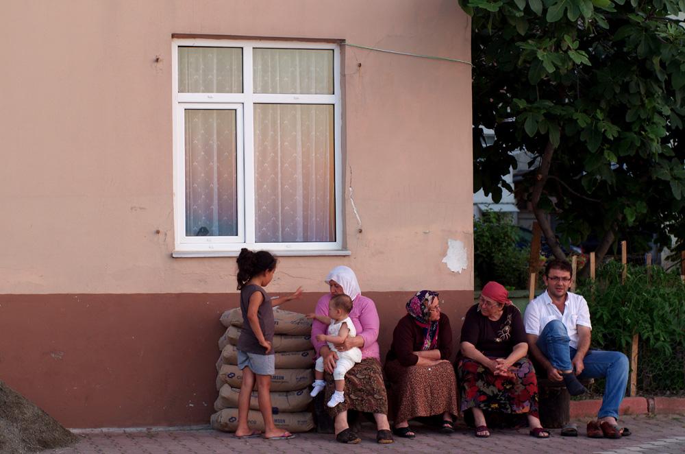 Nous aimons ces pays où les gens vivent dehors. En Australie, après 17h, nous ne trouvions que des rues vides dans les petits villages que nous traversions. Tout l'intérêt de voyager s'évapore dans un village où les âmes sont enfermés derrière des murs de pierres.