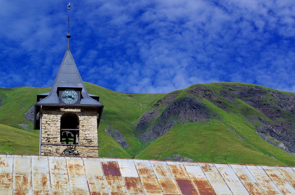 Nous retrouvons les clochers de France. Nous nous rendons compte de la richesse de notre patrimoine français mais aussi européen depuis que nous sommes arrivés de Turquie. Ce n'est pas sur tous les continents que l'on trouve des bâtisses datant parfois de plusieurs siècles.