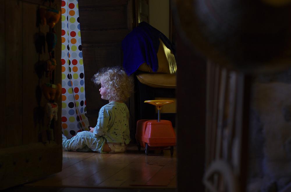 Le petit prince attiré par la lumière...