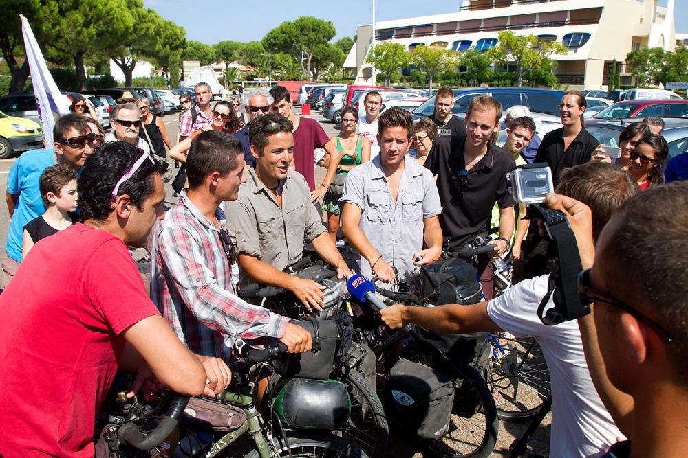 Les médias étaient là pour immortaliser l'évènement : BFM TV : http://youtu.be/rA0ADtH0N2c France 3 : http://youtu.be/DjRlfIBuFcY