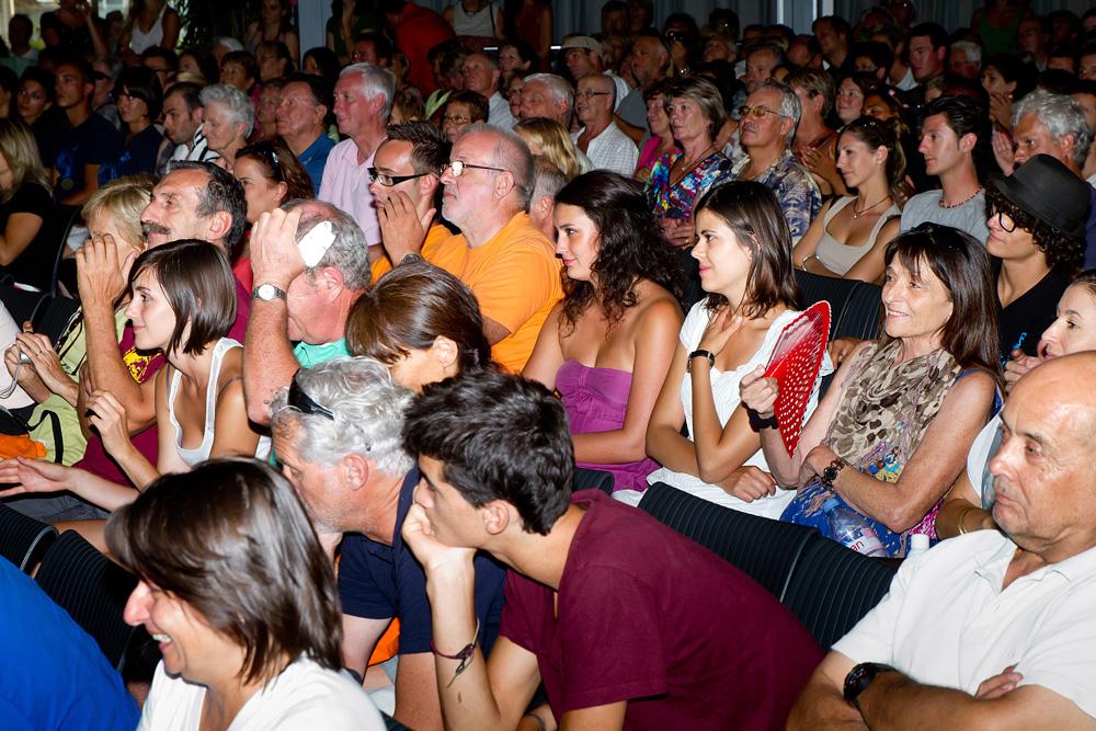 Plus de 400 personnes se sont déplacées pour l'occasion. Amis, familles et internautes. Tous étaient là pour venir partager cette dernière soirée et mettre, ensemble, un superbe point finale à l'aventure.