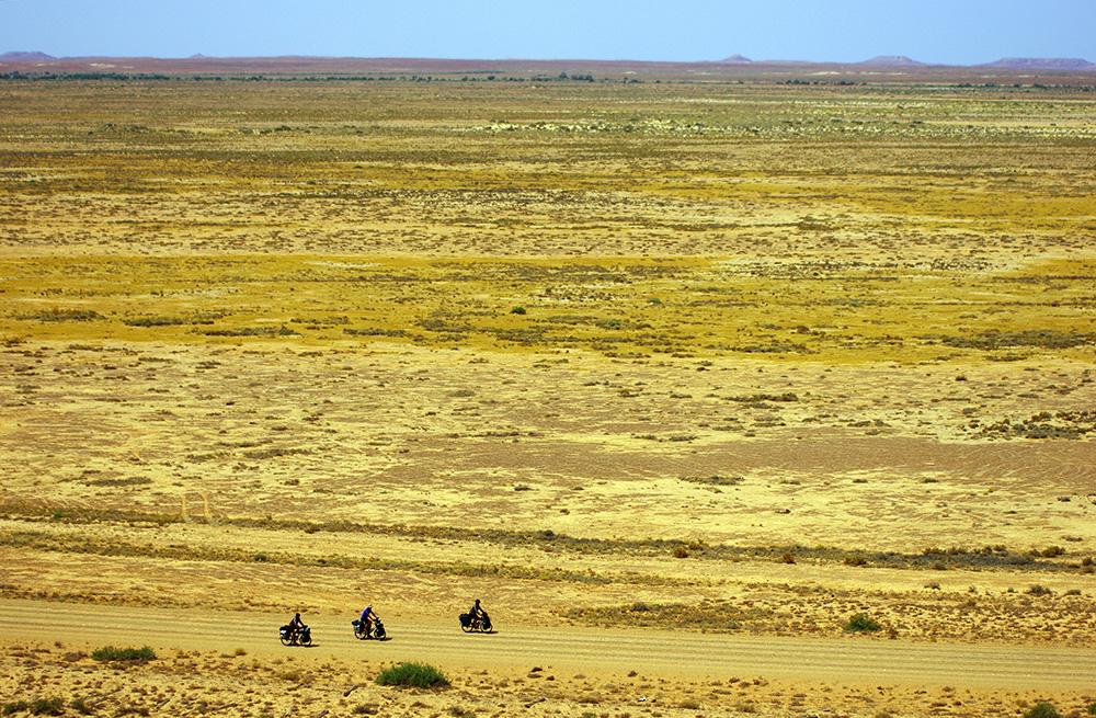 Pendant 450 km, l'équipe évolue dans la très reculée Oodnadatta Track où trouver de l'eau devient le challenge le plus difficile à surmonter.