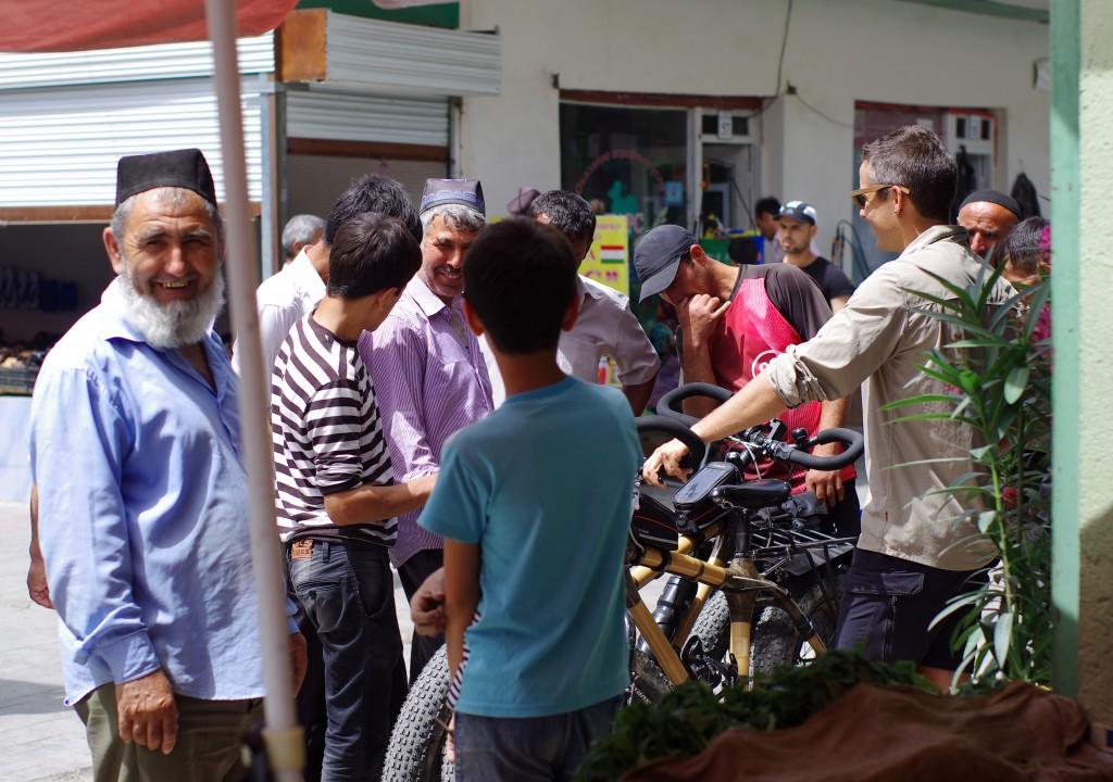 Les tadjiks émerveillés par le vélo en bambou